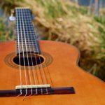 Jak samodzielnie nauczyć się grać na gitarze?